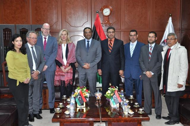 وزير العدل بحكومة الوفاق الوطني يلتقي وزير التعاون الدولي والإنماء الاقتصادي بمملكة هولندا 2